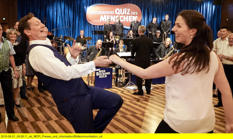Eckart und Gill tanzen